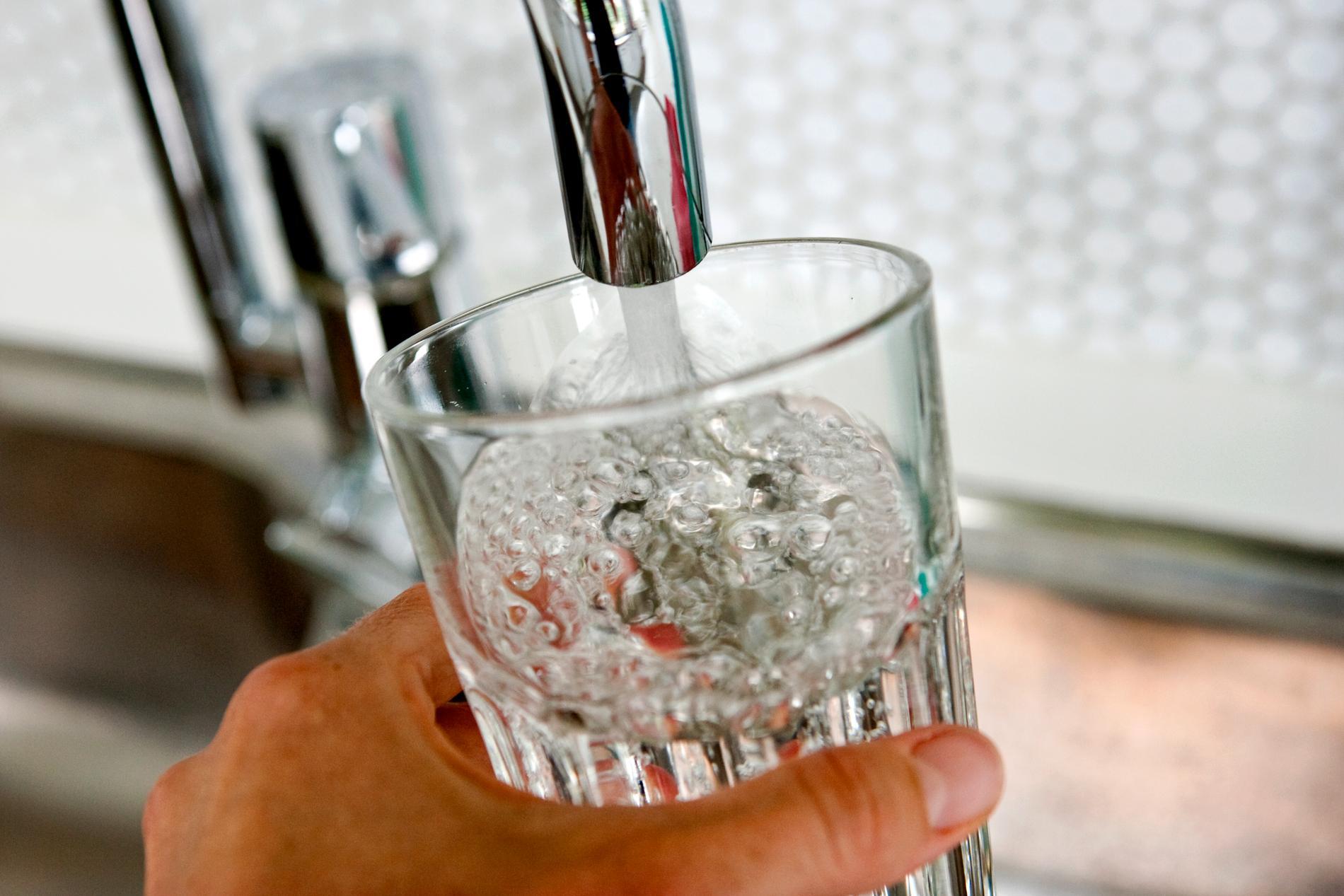 Dricksvattnet på många platser i Sverige riskerar att förorenas av översvämningar och miljöfarliga utsläpp. Arkivbild.