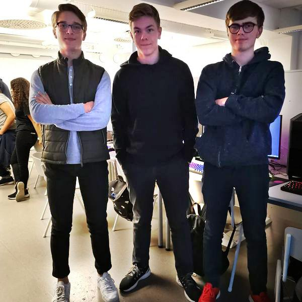 Olle Williamsson, Oscar Bendrin och Lucas Logius från NTI Gymnasiets eget CS:GO-lag.