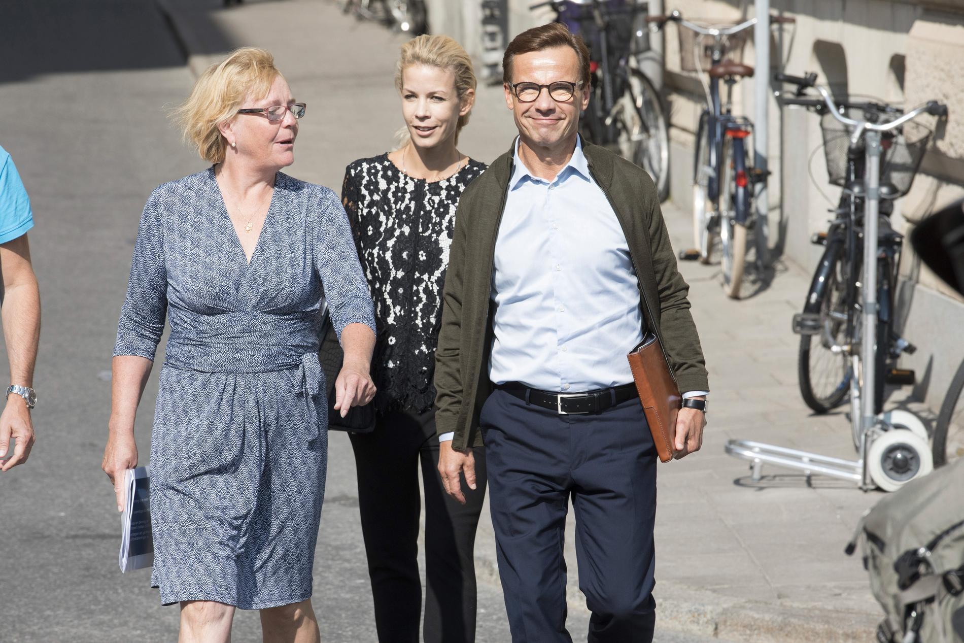 Moderaterna i Stockholm, med Irene Svenonius i spetsen, vädjar om hjälp.