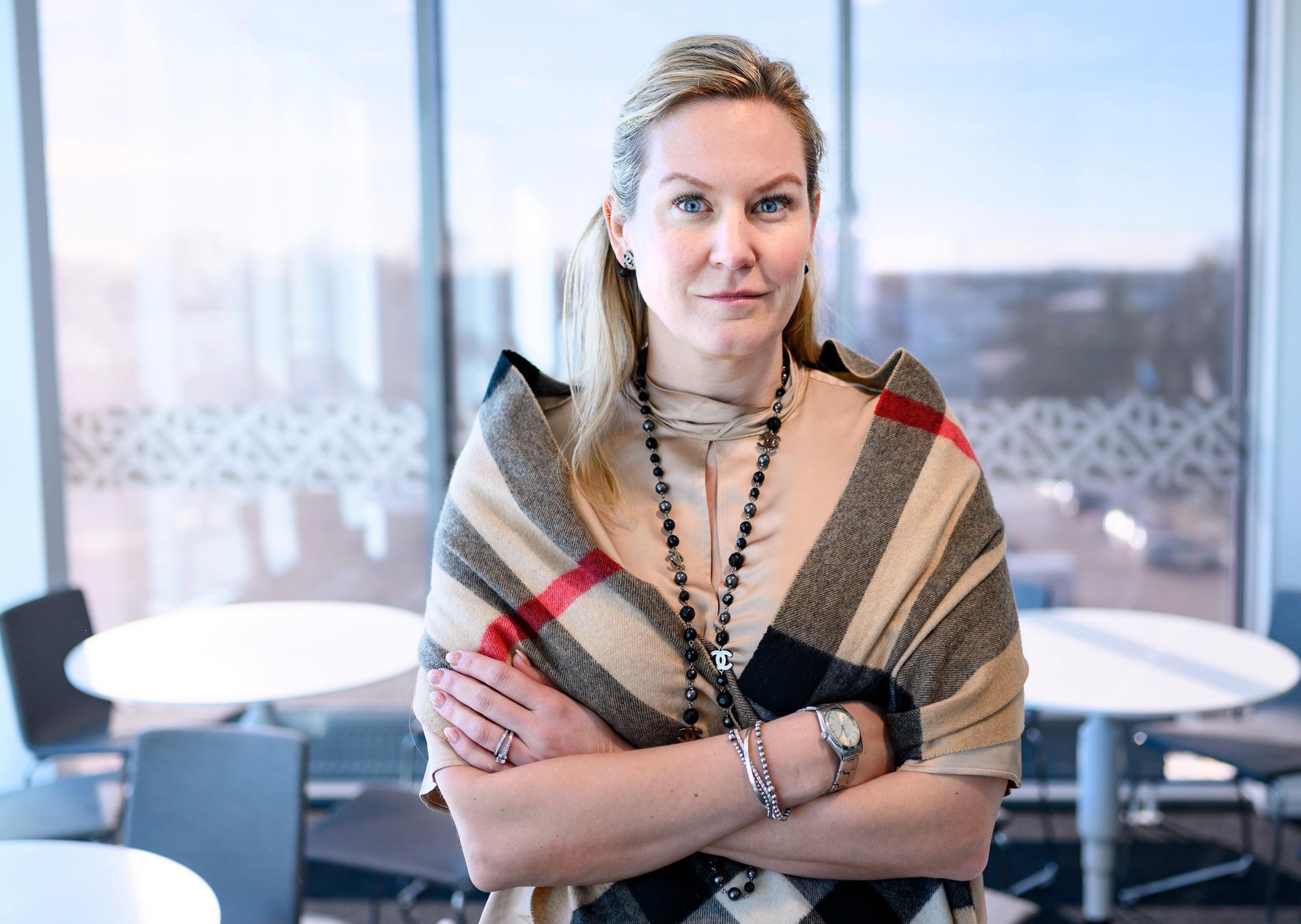 Det Sverigedemokratiska kommunalrådet Cecilia Bladh in Zito ska ha försökt påverka politiker att inte tala med media.