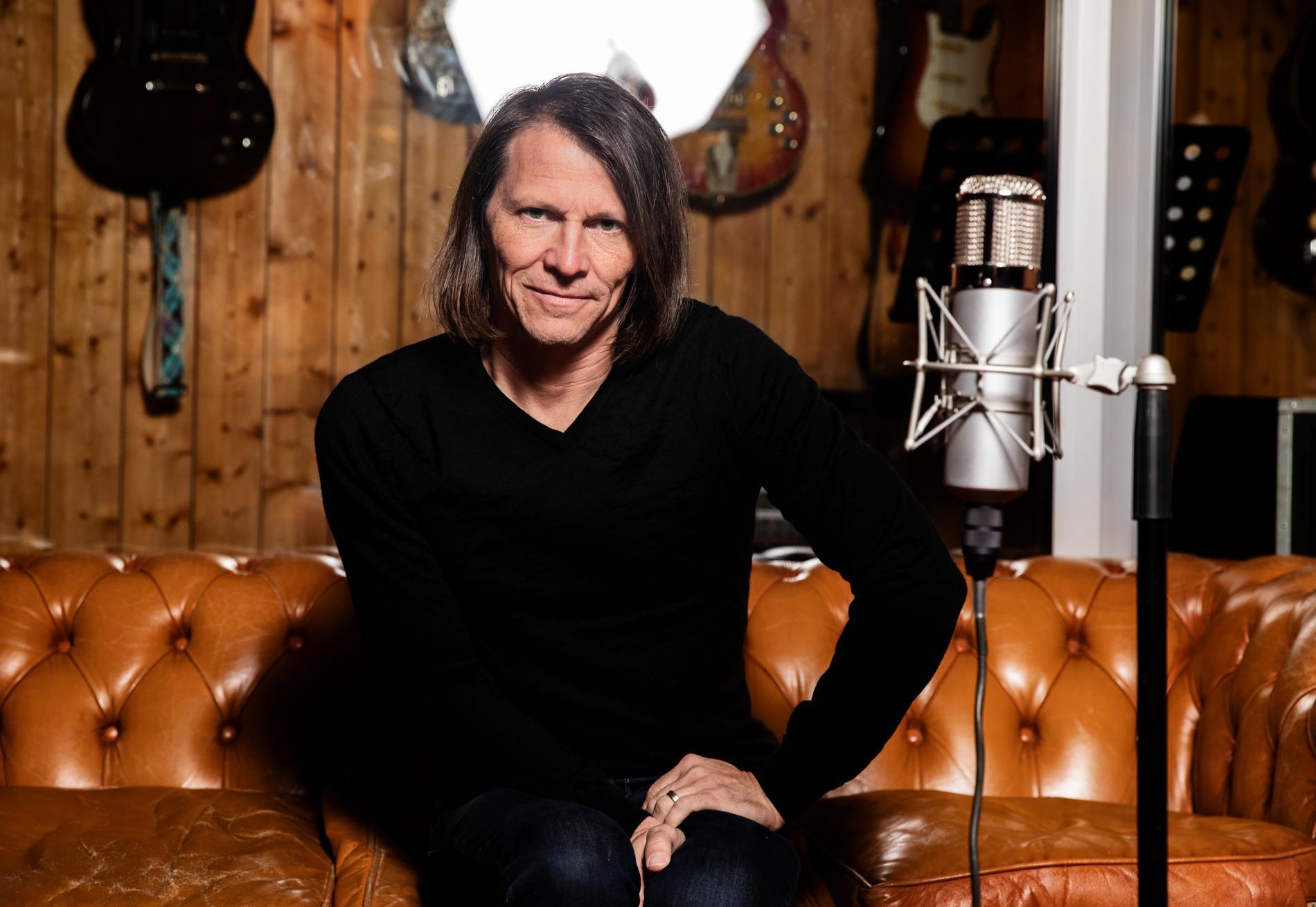 Jakob Hellman ger sig ut på turné i höst. Premiär i Skellefteå 6 oktober.