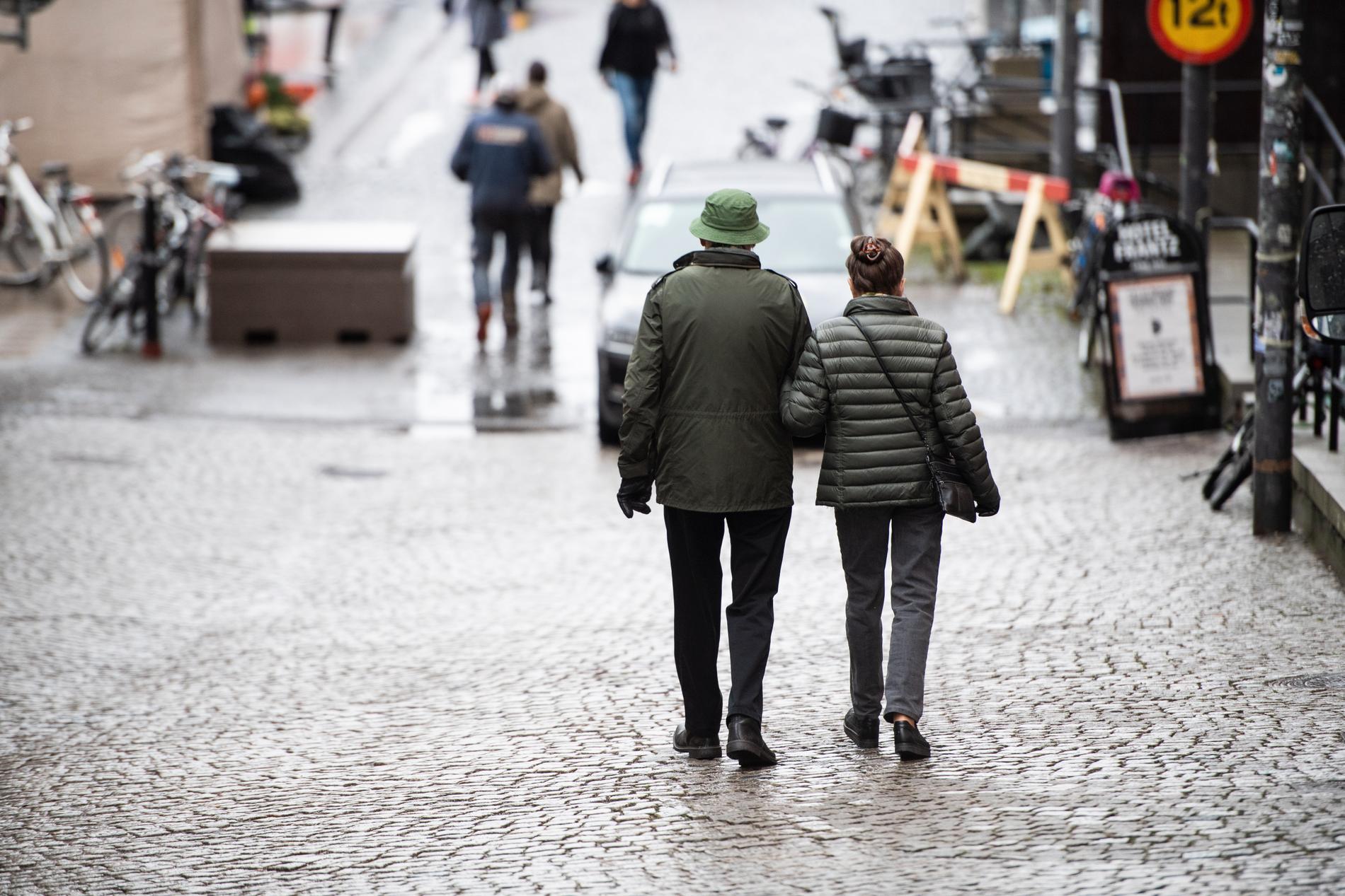 Oroande trend. Fler äldre läggs in i slutenvården med svår covid. Arkivbild.