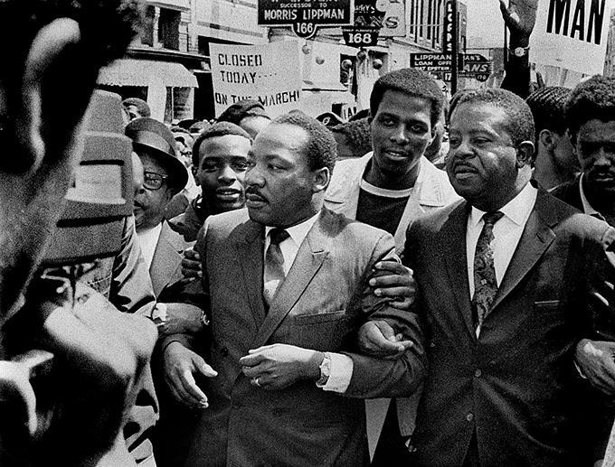 Den 3 april reste Martin Luther King till Memphis, Tennessee, för att visa sitt stöd för stadens strejkande renhållningsarbetare. Dagen efter sköts han utanför sitt hotellrum rum på Lorraine Motel.