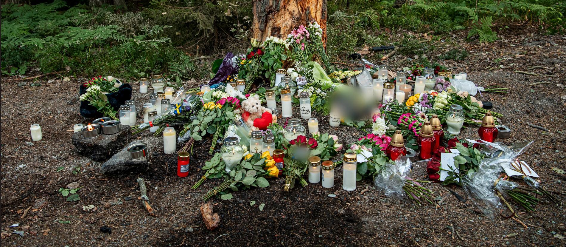 Stämningen var tung och många sörjde tonårsflickan som miste livet.
