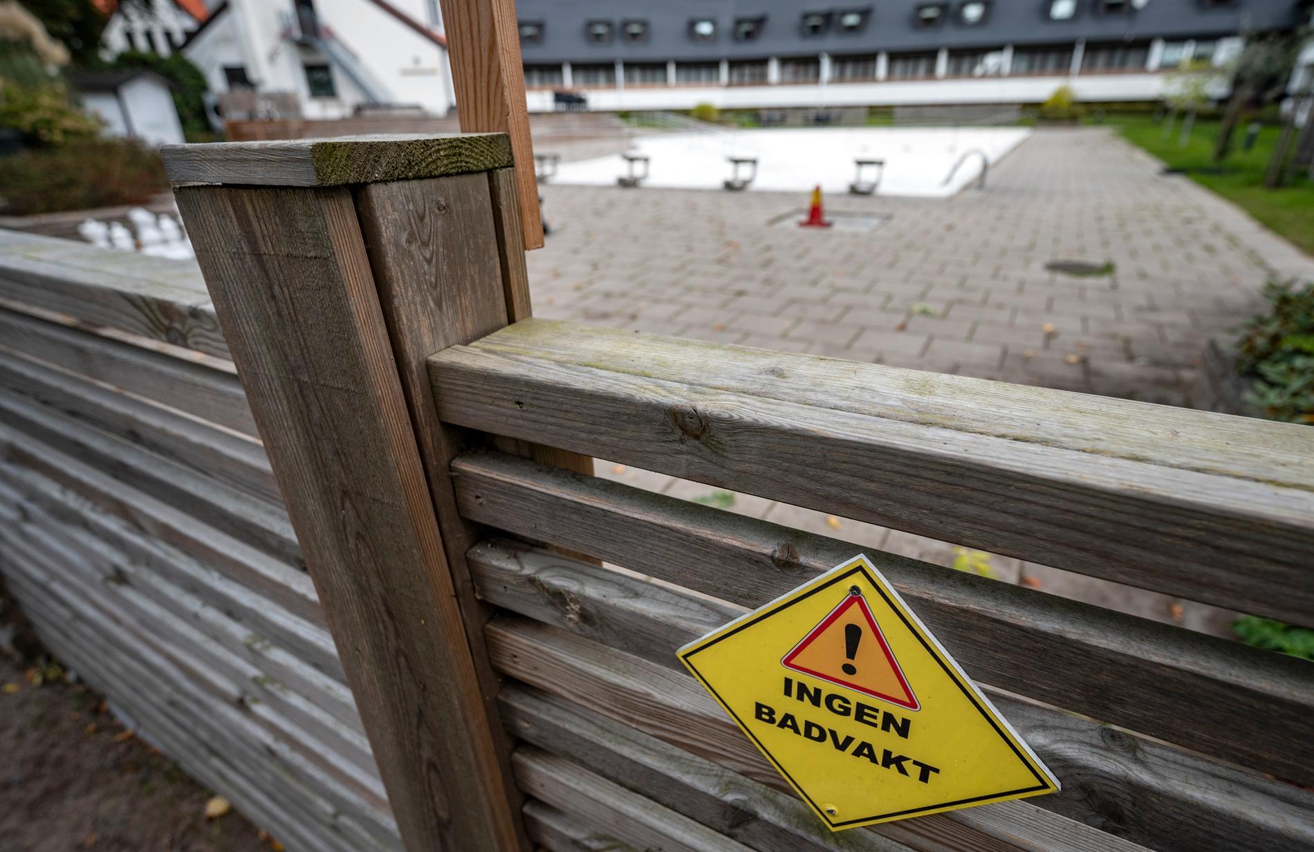 Hörbys kommundirektör har bekräftat att det förekom olämpligt beteende i samband med poolbad på en kommunal konferens, men att det kan förklaras med bristande omdöme.