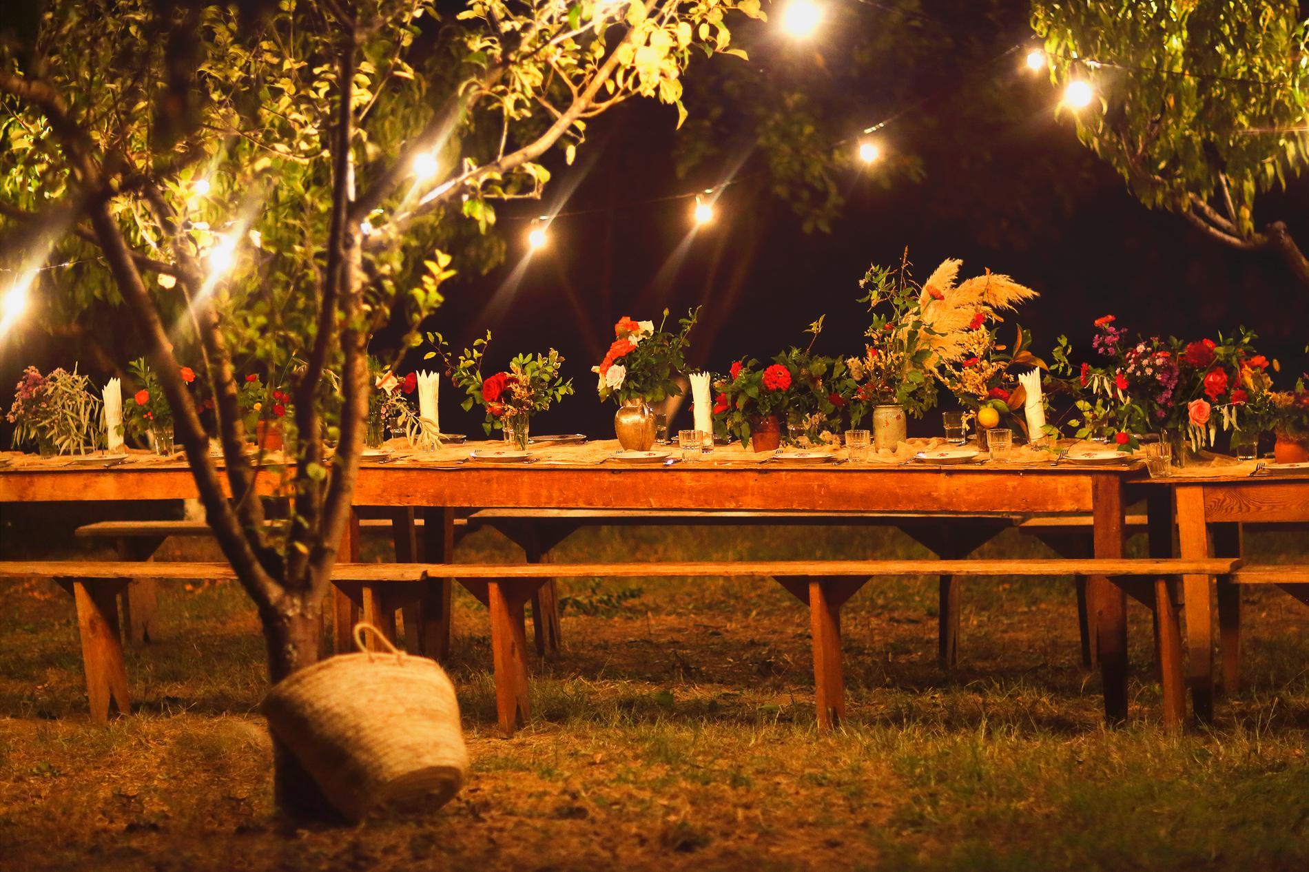 Samhörighetsresor innebär ofta gemensamma middagar.