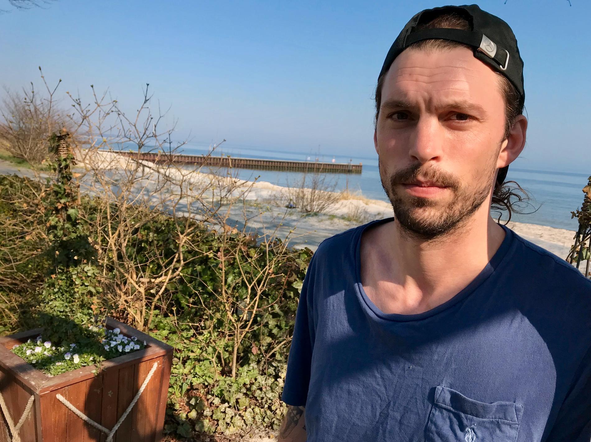 Sportbladet träffar Petersen vid Ystads strandkant.