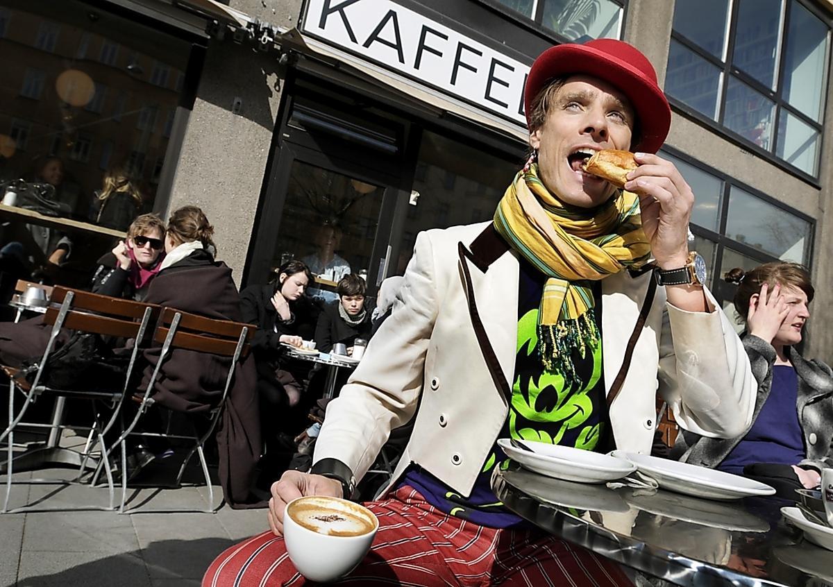 """Peter Siepen, programledare: Bästa utefiket? Det får bli Kaffebar på Hornsgatan. Det är väldigt populärt. Bland annat kan man träffa på Carl Johan De Geer där, mannen bakom tv-serien """"Tårtan"""". Det är värt att gå dit bara därför."""