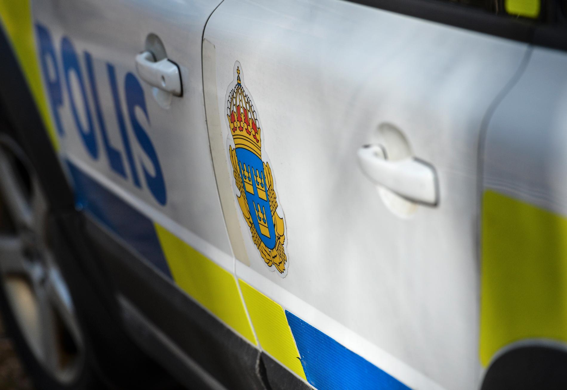 En man i 30-årsåldern togs med för förhör på polisstationen och blev senare anhållen. Arkivbild.