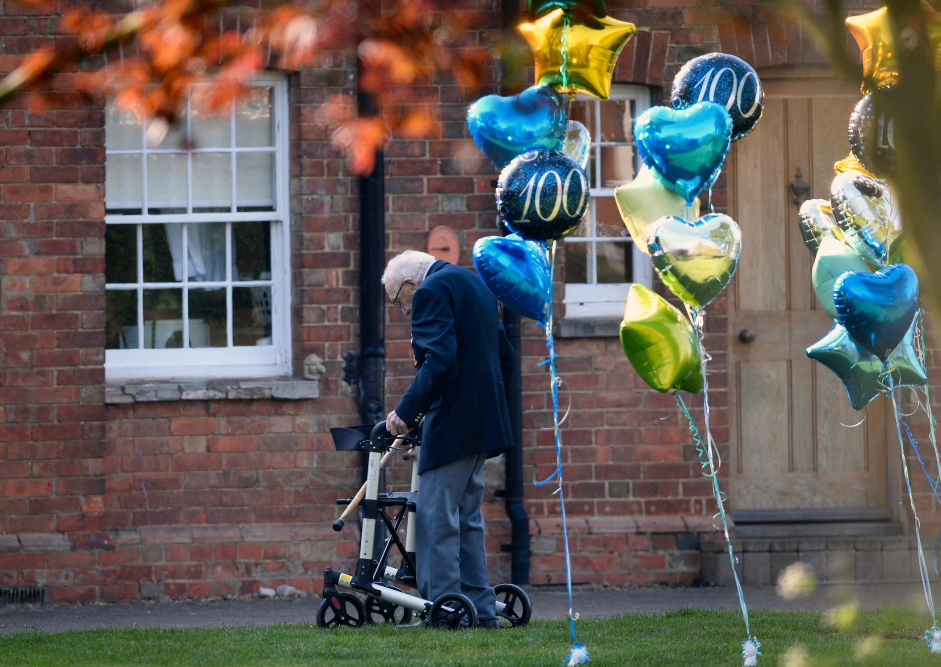 I slutet på april fyller Tom Moore 100 år.