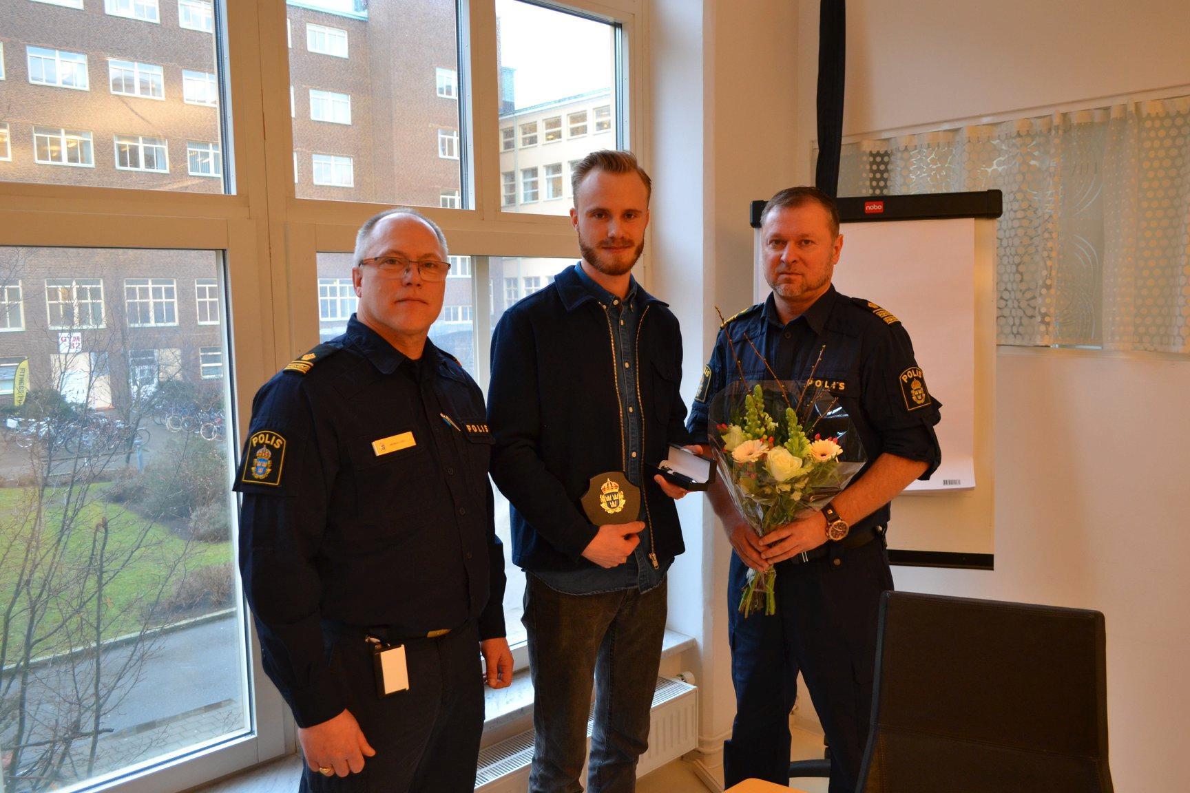 Jakob Gelberg tillsammans med Magnus Lörd, förundersökningsledare och Daniel Lindberg, biträdande polischef.