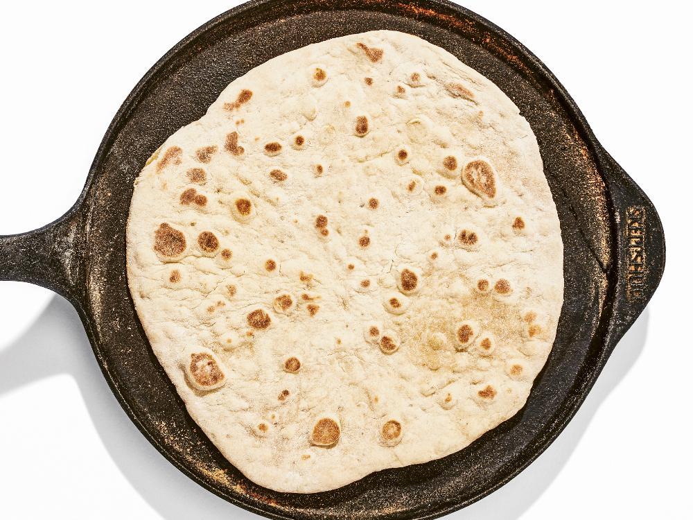 Stek tunnbröd i pannan, snabbt, enkelt och gott.