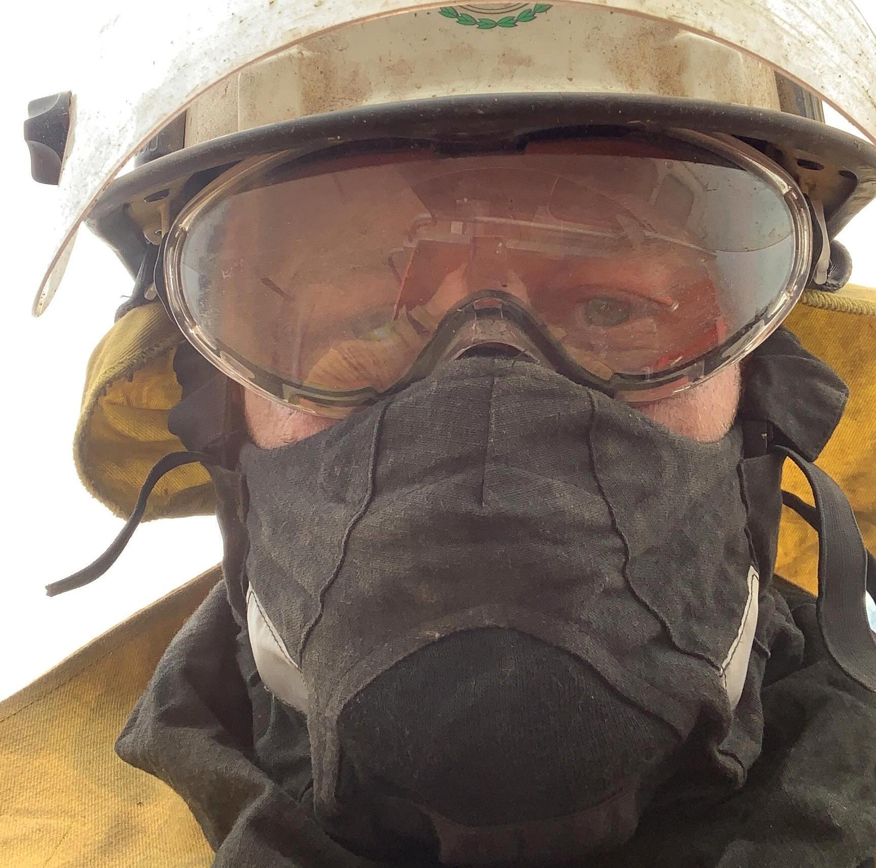 Johan säger att brandmännen själva inte märkt av de miljoner som donerats till brandbekämpningen.