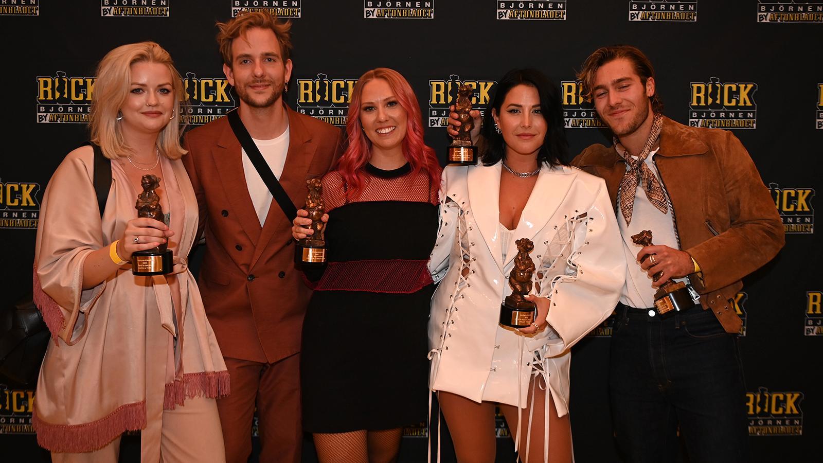 Alla pristagare i Rockbjörnen 2021. Från vänster Smith & Tell, Clara Klingenström, Molly Sandén och Benjamin Ingrosso.
