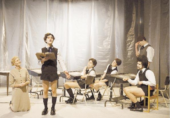 Emma Broström har dramatiserat Witold Gombrowicz klassiska roman Ferdydurke. Foto: Jonas Jörneberg