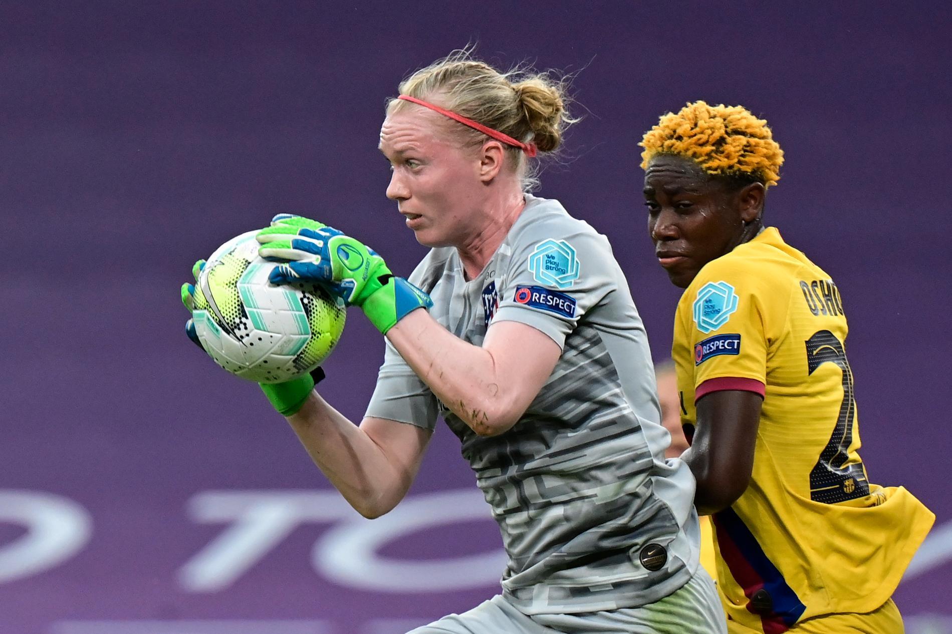 Hedvig Lindahl storspelade i 0–1-förlusten mot Barcelona i kvartsfinalen av Champions League.