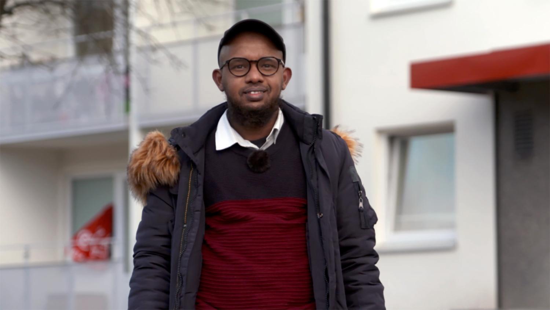 Arte Guelleh ingrep när en kvinna blev knivhuggen i trapphuset. Nu prisas han av tv-programmet Efterlyst och stiftelsen Tryggare Sverige.