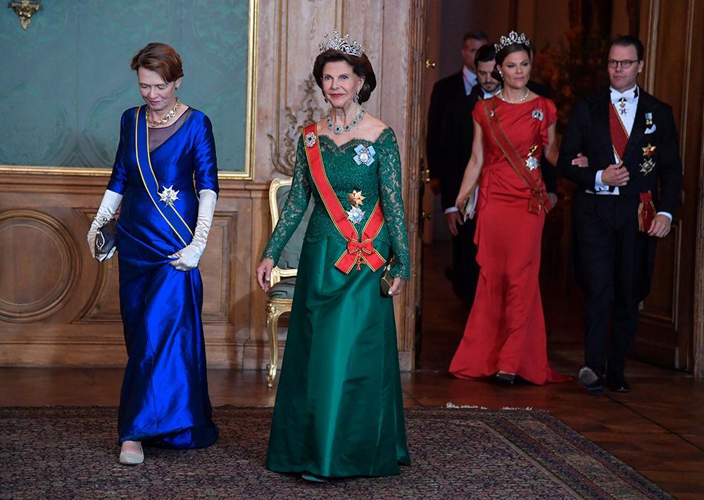 Elke Büdenbender, fru till Tysklands förbundspresident Frank-Walter Steinmeier och drottning Silvia samt kronprinsessan Victoria och prins Daniel inför tisdagskvällens galamiddag på Stockholms slott.