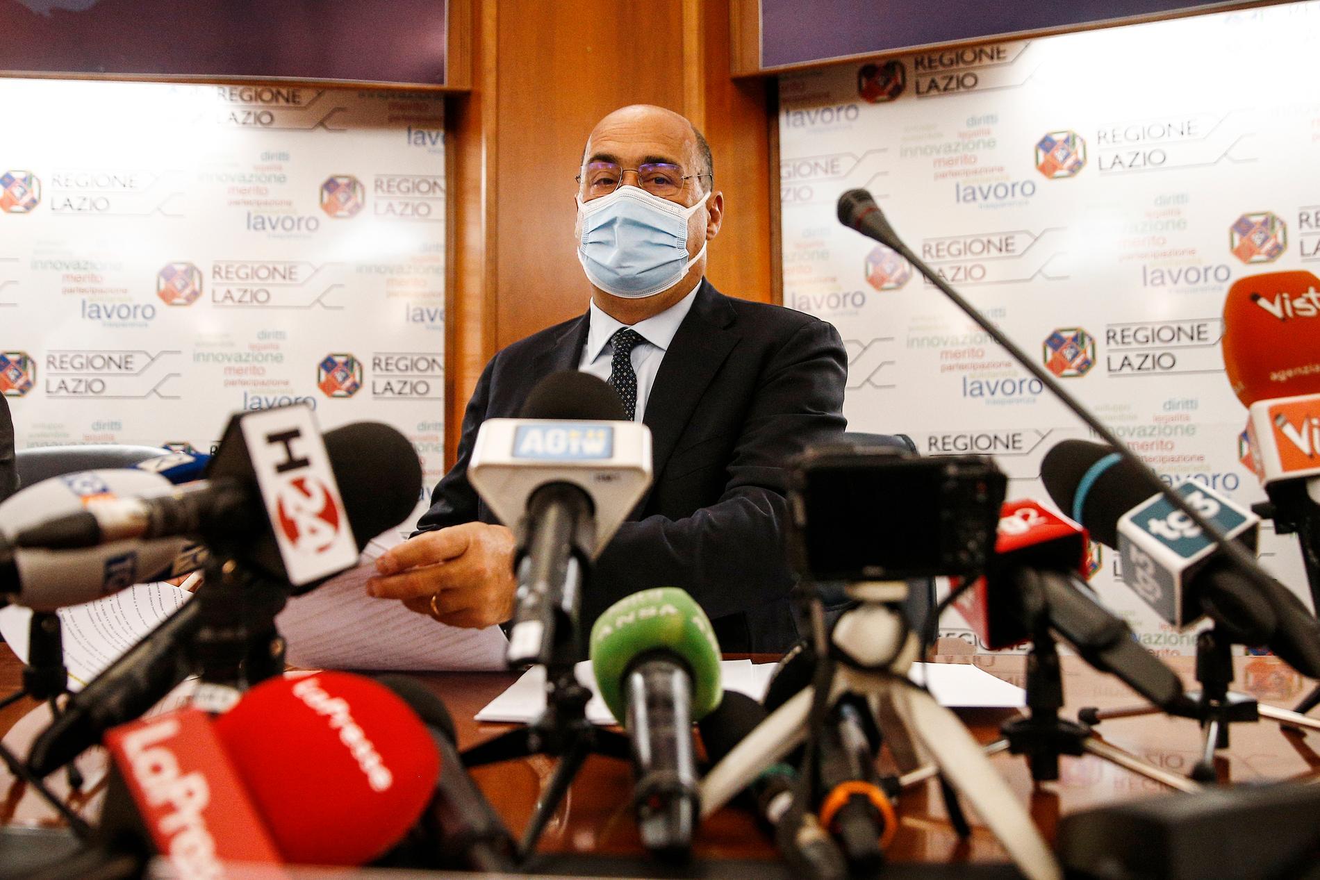 Region Lazios guvernör Nicola Zingaretti betonar att både akutsjukvård och ambulans fungerar normalt trots cyberattacken som slog ut bland annat vaccinationsbokningen.
