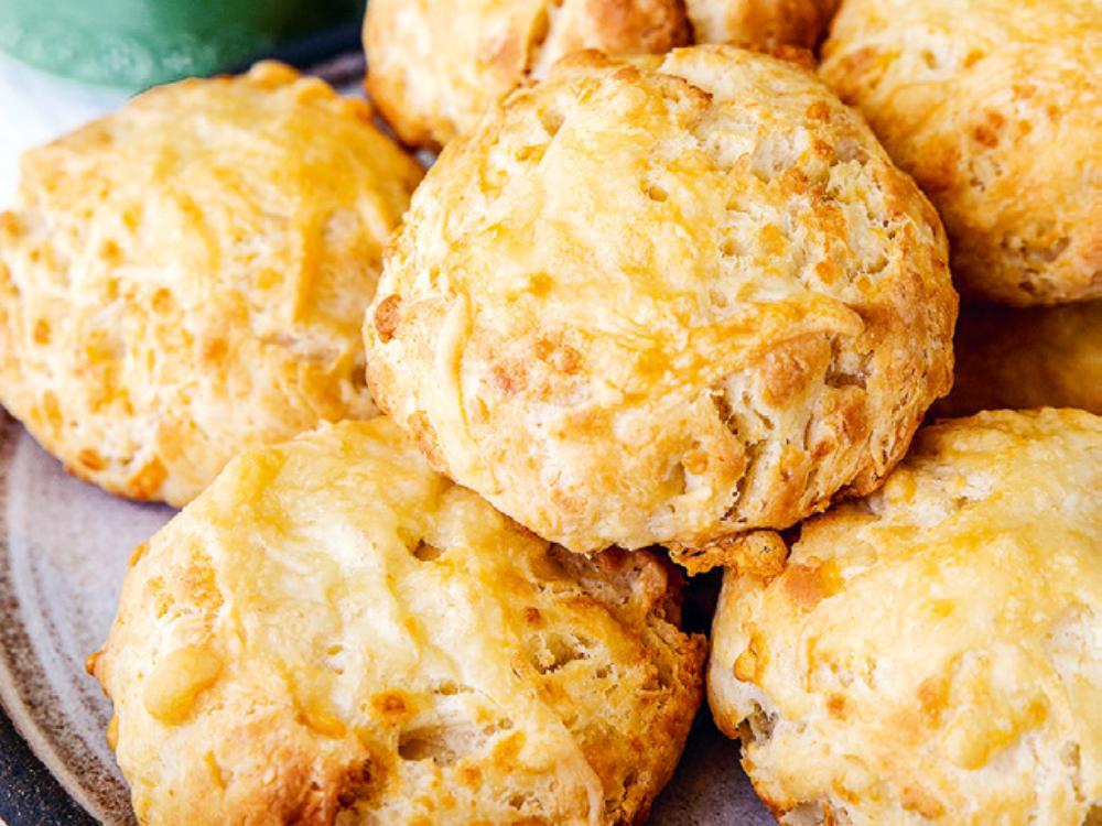 Den smälta osten tar sconesen till en helt ny nivå.