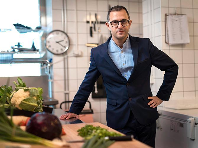 Arash Derambarsh, 40, lyckades samla in 210 000 namnunderskrifter för att få franska parlamentet att rösta igenom en ny lag i Frankrike som förbjuder restauranger och butiker att slänga brukbar mat.
