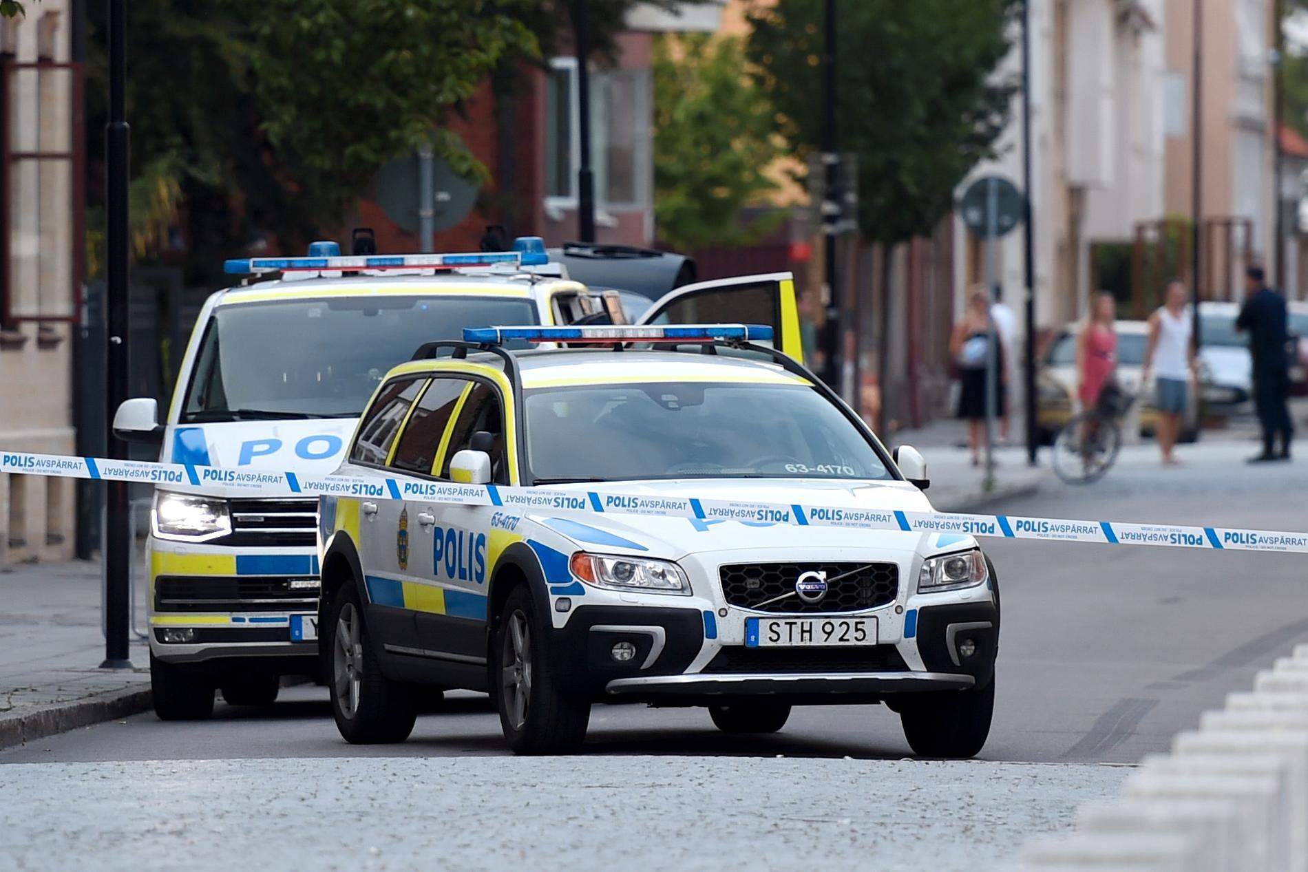 Flera personer ringde till polisen efter att ha hört smällar.