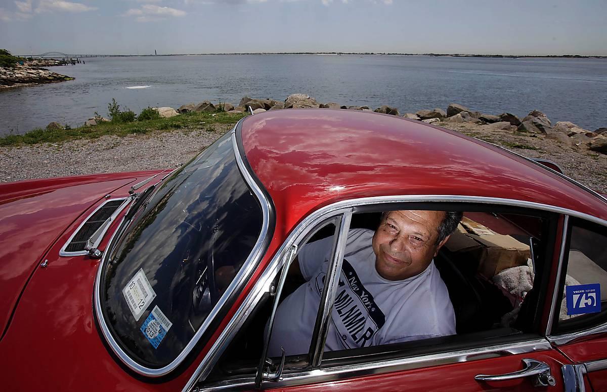 LÅNGVÄGA VÄN Irvin Gordon, 72, har rattat sin Volvo sedan 1966 och har hunnit dricka kaffe i varenda amerikansk delstat.