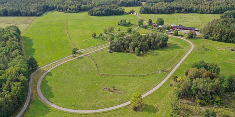 Miljongården Gundbo innehåller bland annat en 800 meters rundbana.