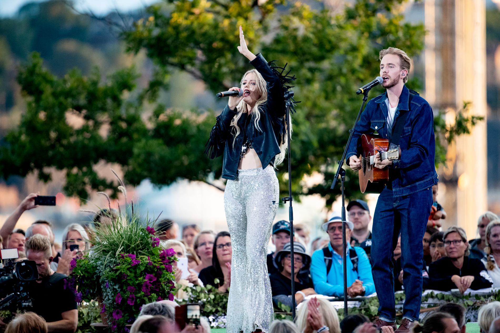 Smith & Thell, Maria Smith och Victor Thell, på Allsångs-scenen 2019