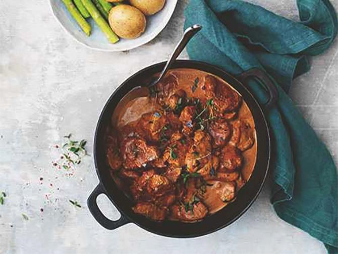 Gryta med fläskfilé, grädde och sambal oelek.