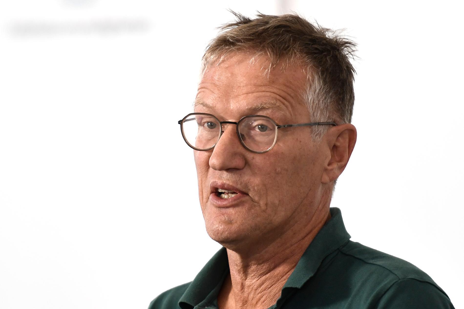 Statsepidemiolog Anders Tegnell flaggar för att ett coronavaccin kanske inte ger det heltäckande skydd många äldre hoppas på.