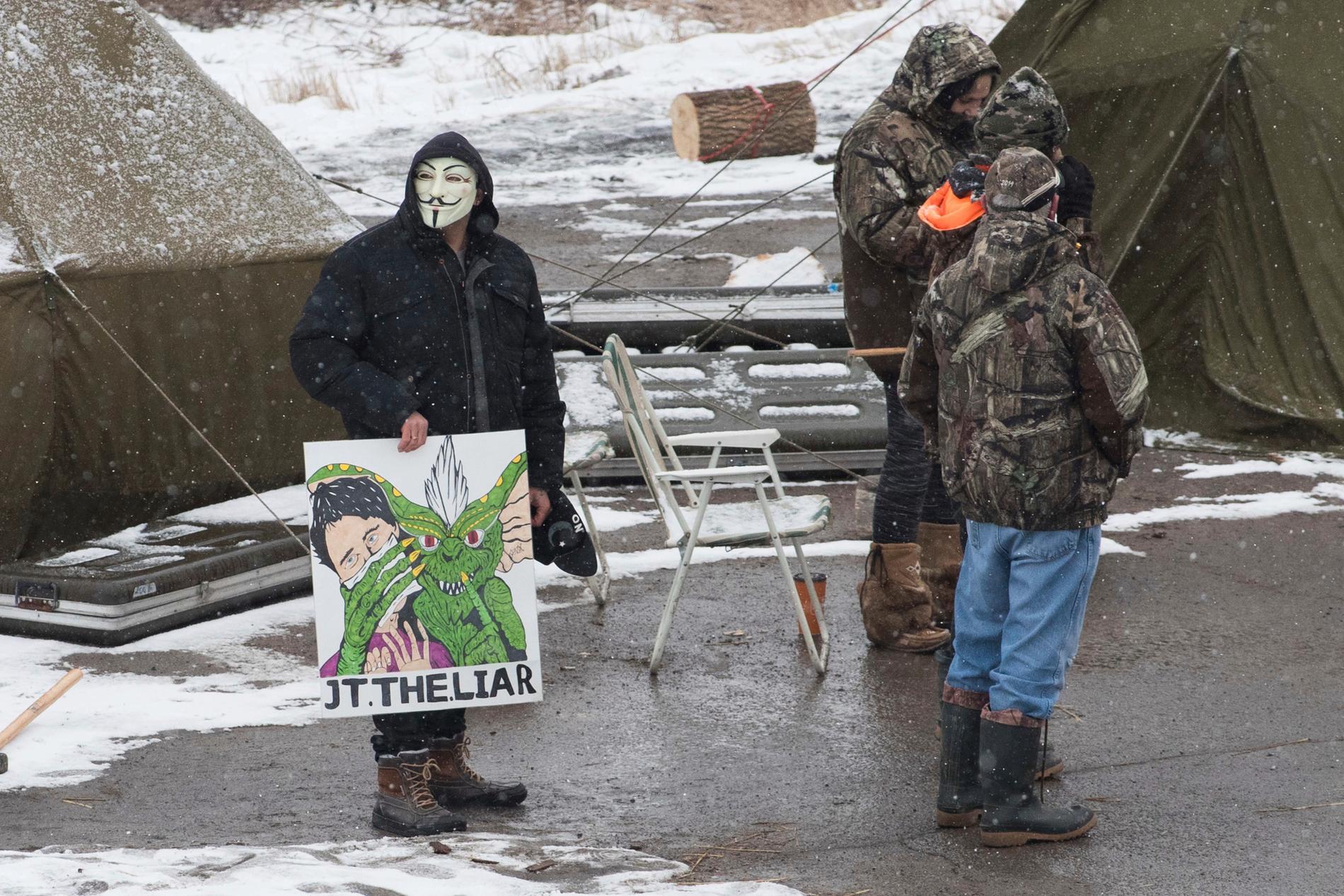 Demonstranter vid ett protestläger i närheten av Belleville i Ontario.
