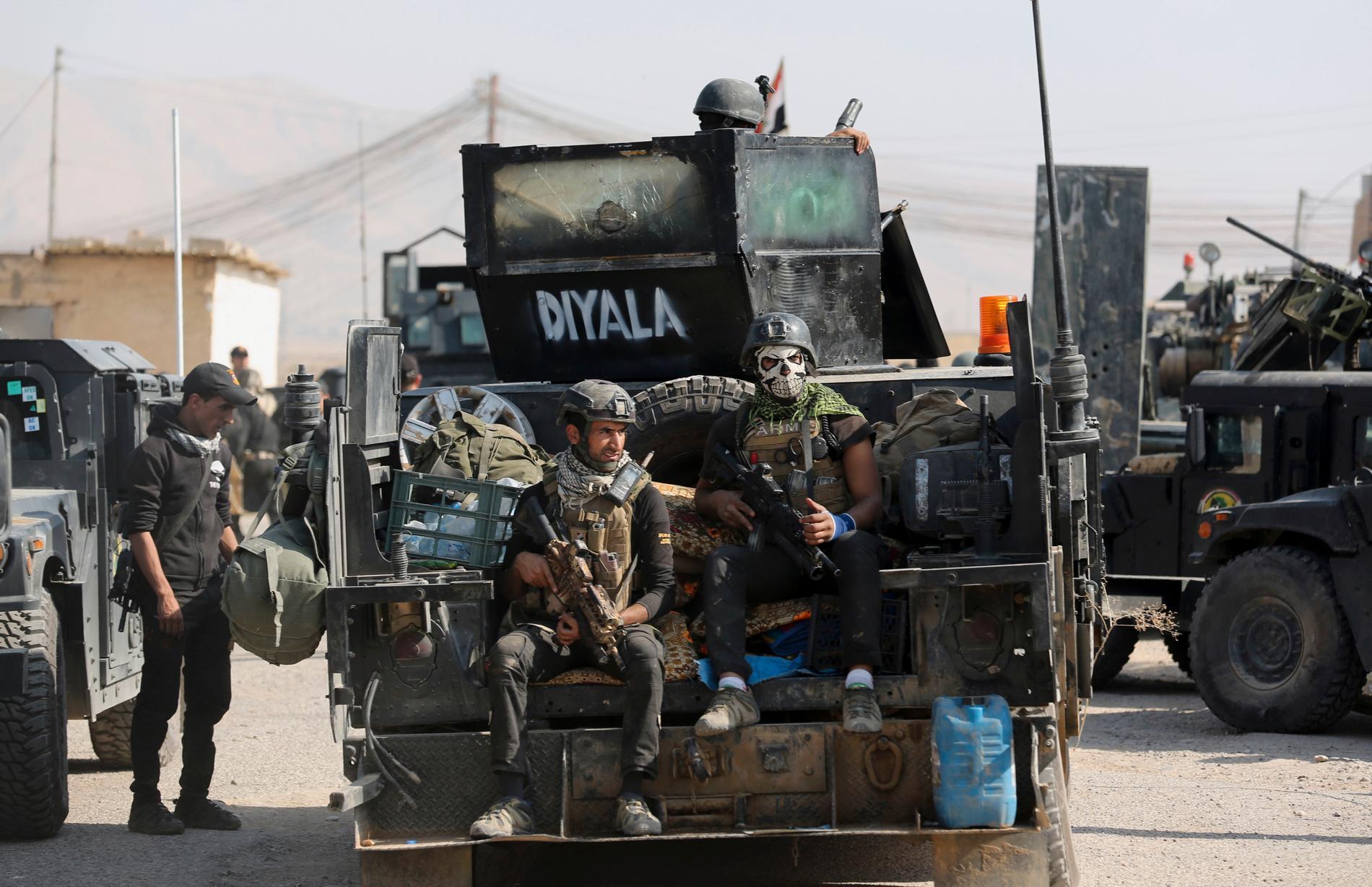 Irakiska specialstyrkor på väg in i västra Mosul