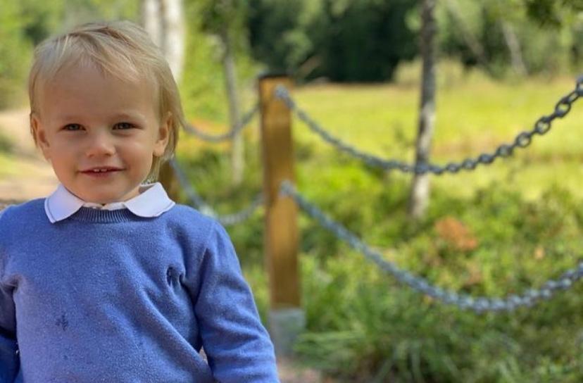 Prins Gabriel fyller snart 3 år och har genomfört sitt första kungliga uppdrag. Han invigde en rastplats i Säterdalens naturreservat i Dalarna.