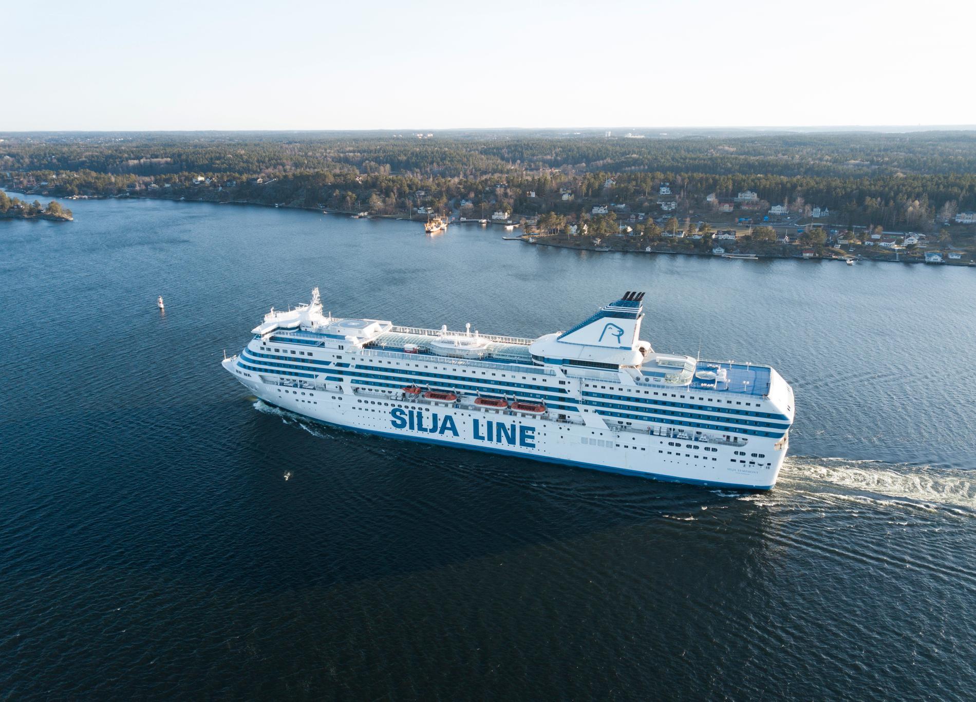 Passagerarfärjan M/S Silja Symphony från Silja Line, här i Stockholms skärgård. Arkivbild.
