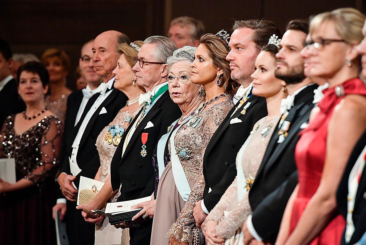 2017.Prinsessan Madeleine bar en klänning från det brittiska märket Seraphine. Ett designermärke för gravida. Väskan var från italienska Bottega Veneta och i håret bar hon ametistdiademet.