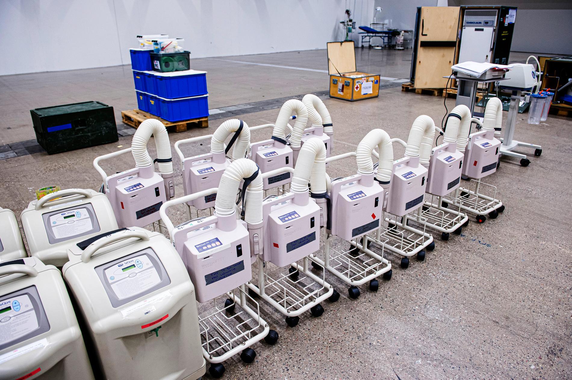 Vid varje säng för intensivvård kommer det att finnas en stapel med respirator, övervakningsutrustning, blod-vätskevärmare, sug och pumpar för läkemedel.