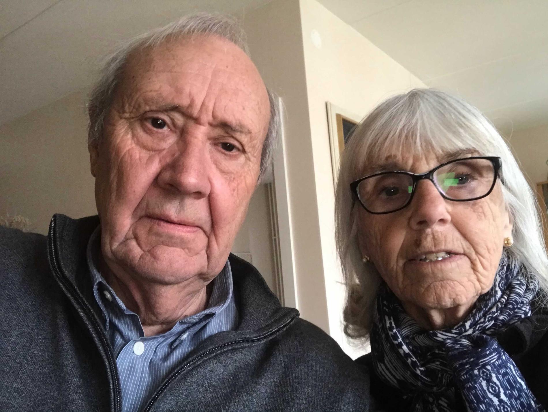 """Kjell Billstam och Yvonne Billstam understryker att de inte velat tränga sig i vaccinkön – utan antog att det var deras tur eftersom det gick att anmäla sig i """"Alltid Öppet""""."""