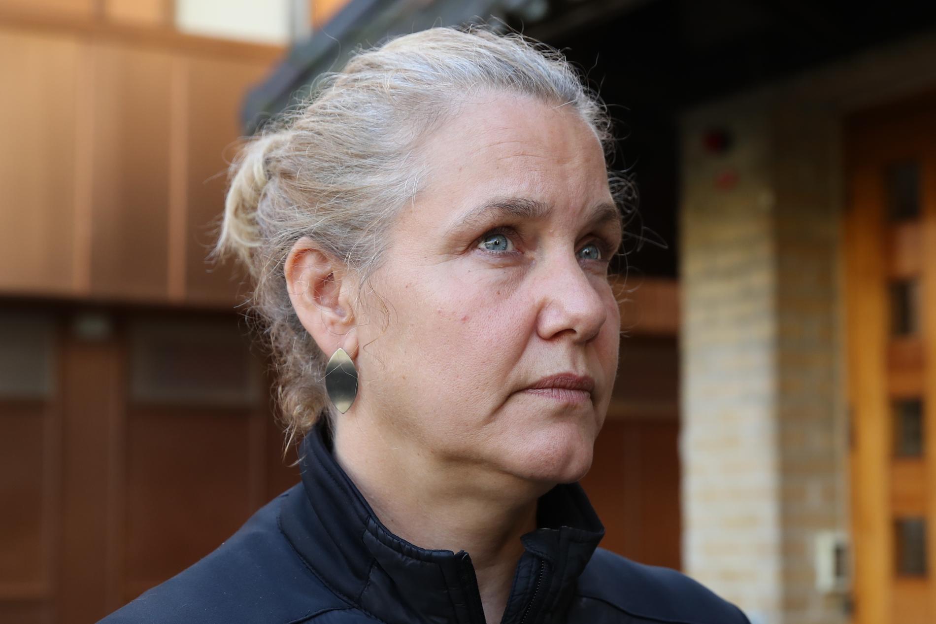 Jennie Strömstedt väcktes av en hög smäll.