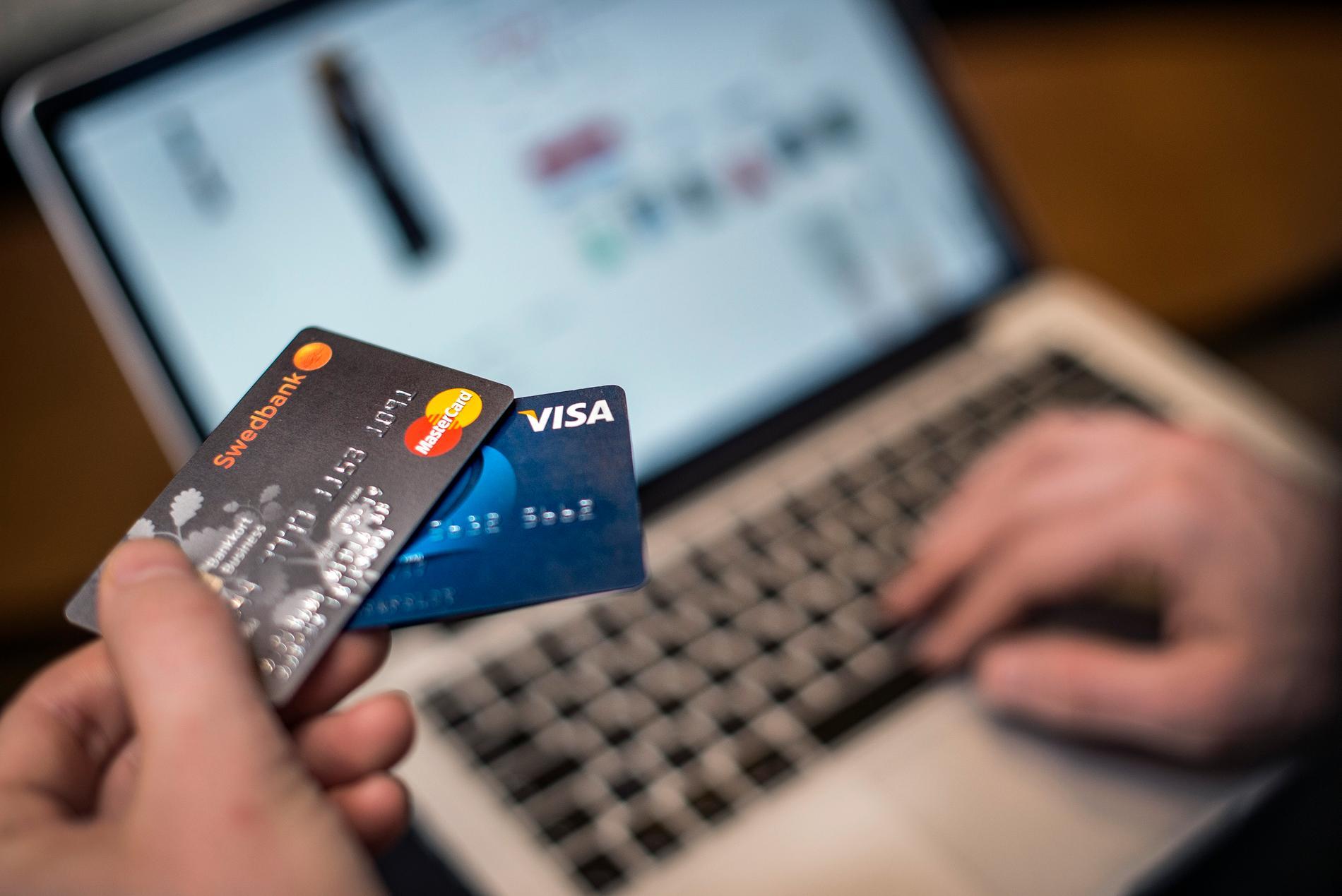 Antalet anmälda bedrägeribrott ökade med 3 procent under det första halvåret. Kortbedrägerier är den vanligaste brottstypen.