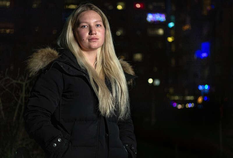 – Det kändes nästan som en våldtäkt. Jag var så maktlös, säger Ebba om förlossningen.