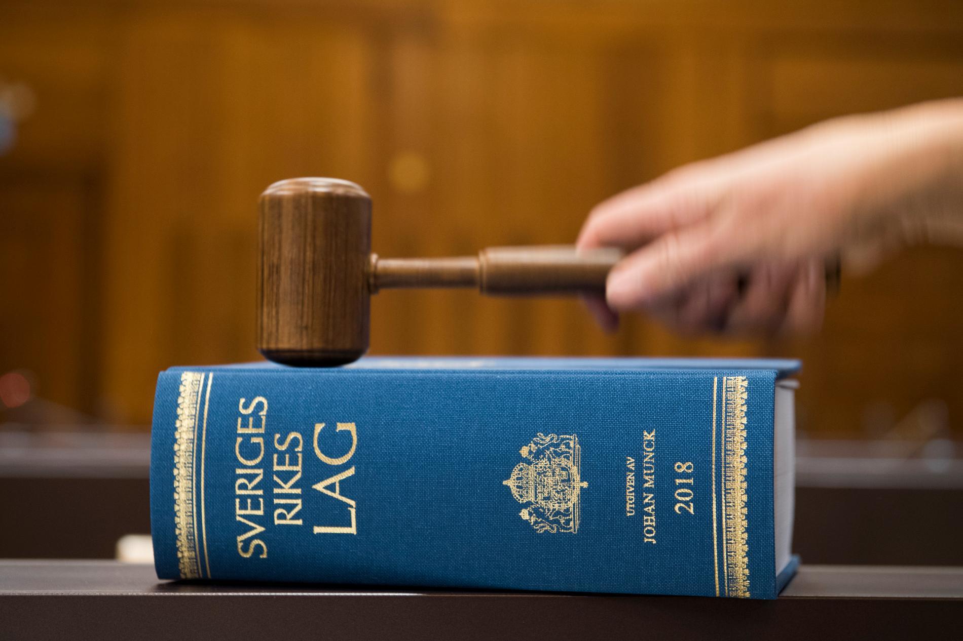 Stockholms tingsrätt tyckte inte att åklagarens bevis höll för att häkta en taxichaufför som körde på en kund så illa att kunde dog. Arkivbild.
