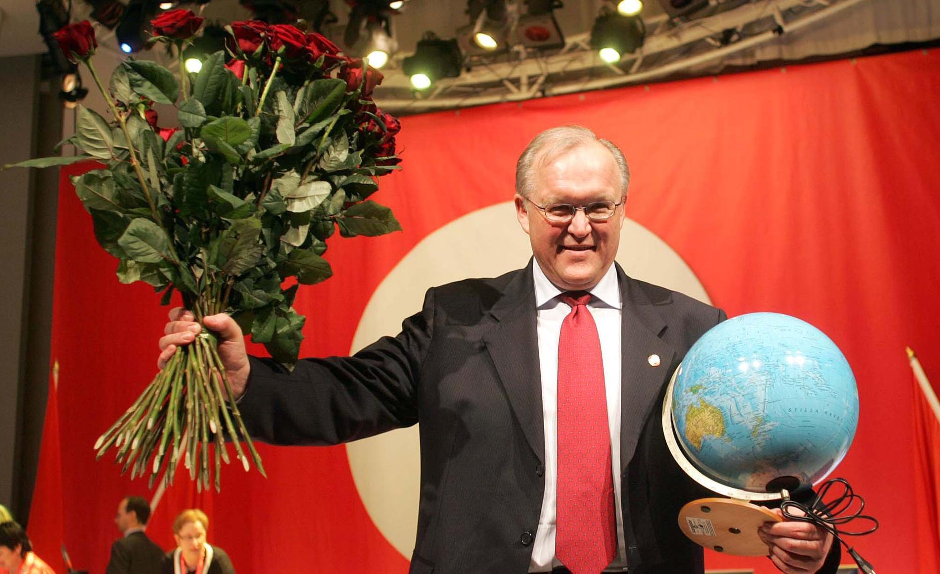 Göran Persson tackas av som partiordförande.