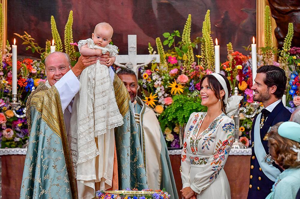 Överhovpredikanten Johan Dalman och hovpredikanten Michael Bjerkhagen höll i dopceremonin av prins Julian.