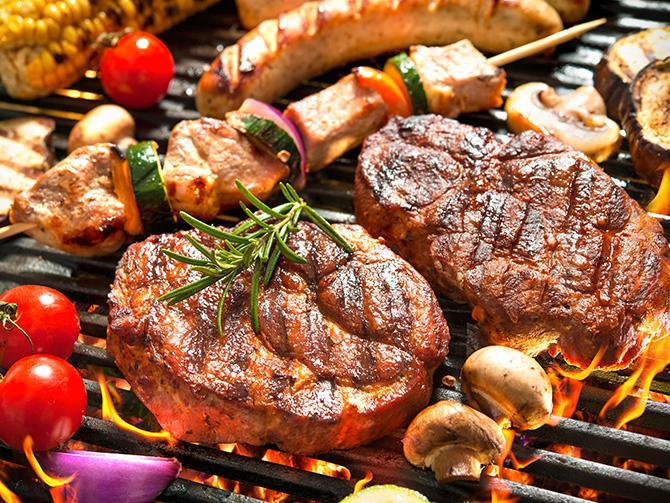 Äntligen grill – här får du bästa tipsen så att du lyckas med kött, lax och grönsaker.