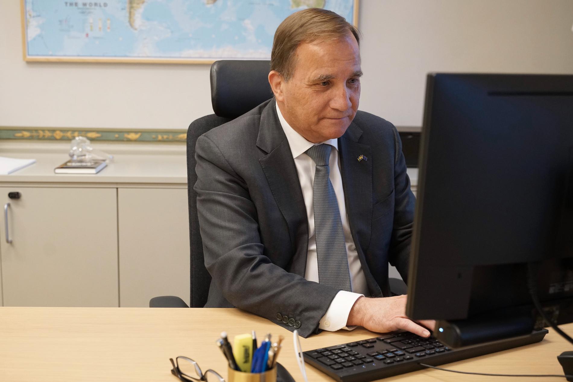 Statsminister Stefan Löfven under chatten med Aftonbladets läsare.