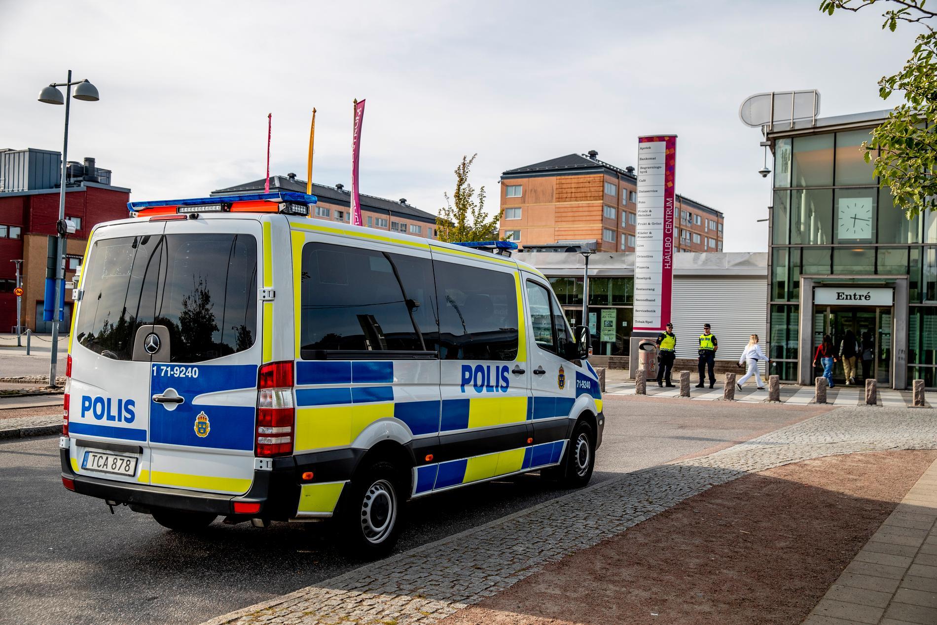 Två dagar innan upploppet sköts en 44-årig man ihjäl i Hjällbo.