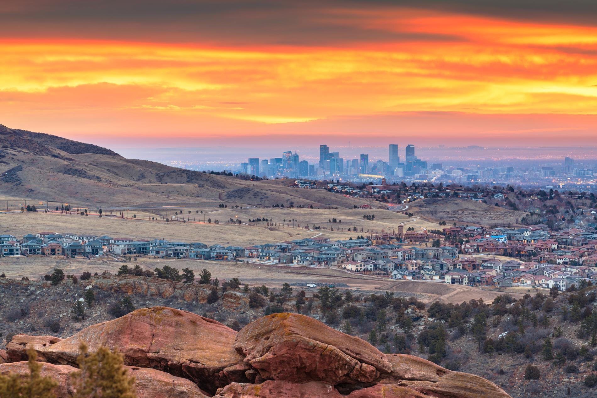 Mellan Klippiga bergen och Great Plains ligger Denver.