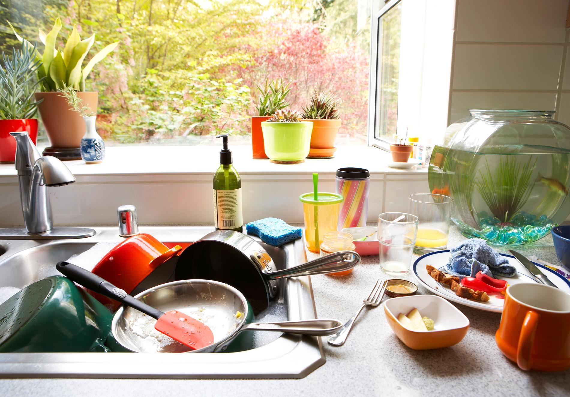 Svenska hushåll beräknas 2021 hälla ut cirka 190 000 ton flytande mat och dryck via avloppet på ett år.