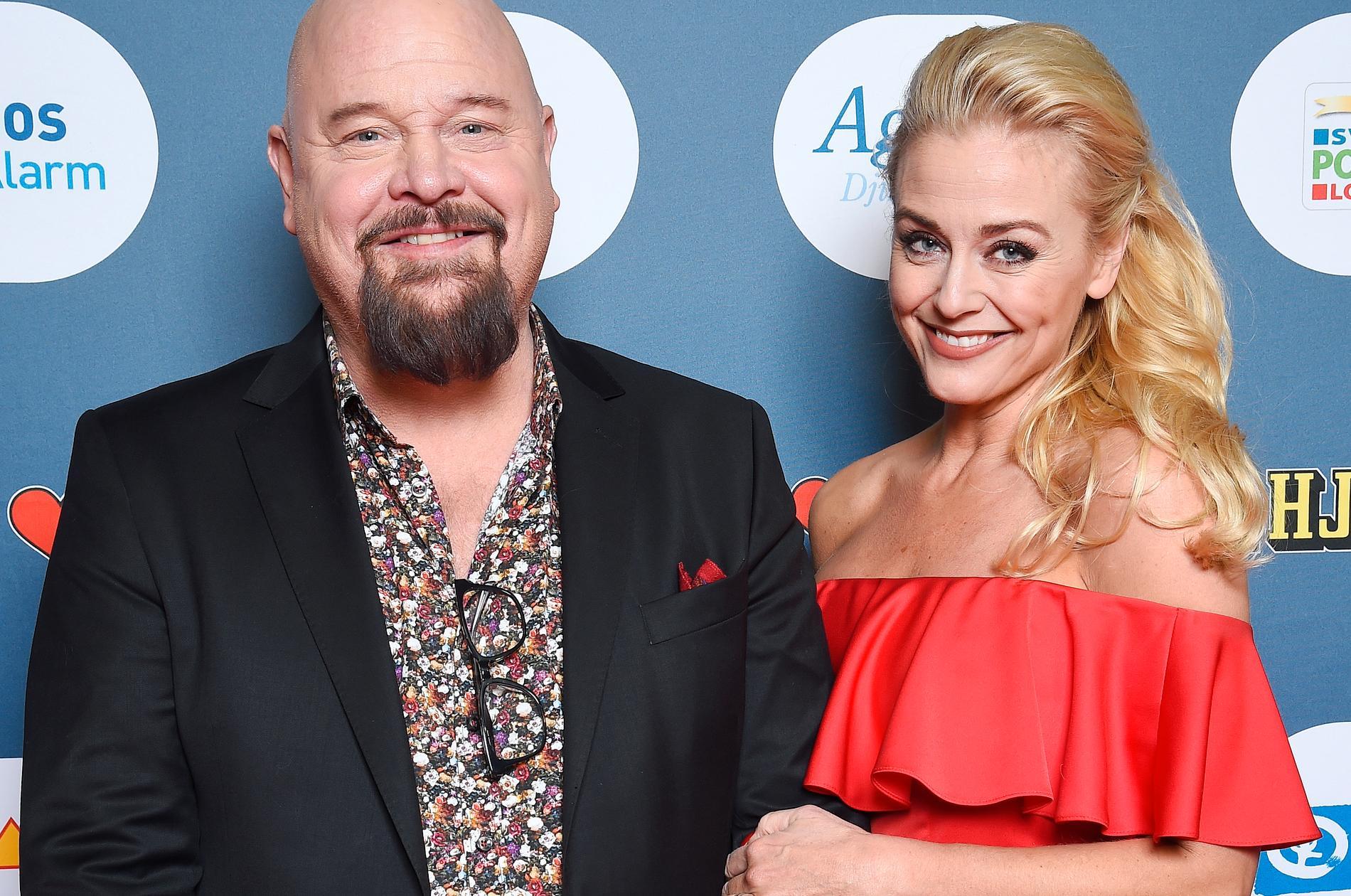 Anders Bagge på Svenska Hjältar-galan tillsammans med sin sambo och blivande fru Johanna Lind.